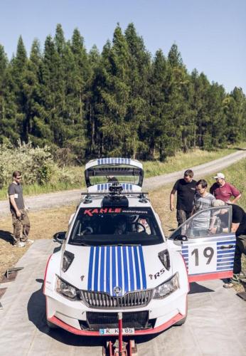 Ein 360-Grad-Rig montiert auf einem Rallye-Auto.