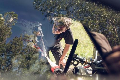 Letzte Absprachen vor dem Dreh der nächsten Szene mit dem Rallye-Auto-Fahrer.